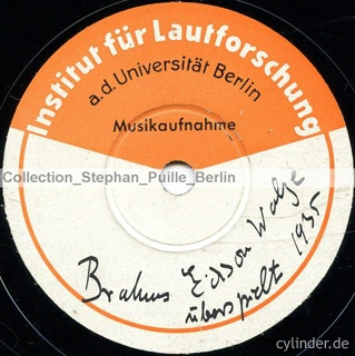 Fig. 4: Label scan of the 1935 Lindstr�m pressing